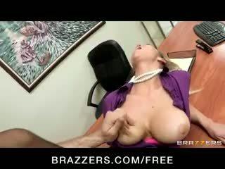 Ištvirkęs big-tit blondinė office-slut porno žvaigždė abbey brooks fucks bybis