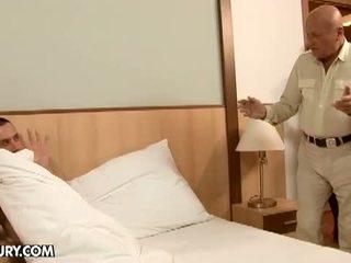 Lusty grandmas: kinky familie kwartet having hardcore seks