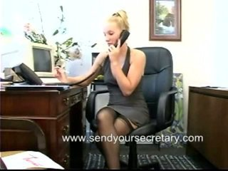 Sekretorė netoli ne thongs vidus į viršų sijonas filmas