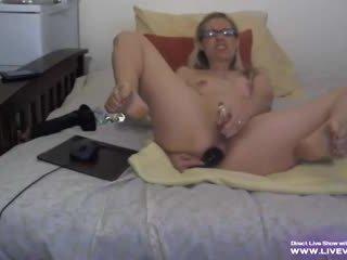 Vyzreté blondýna alanna s okuliare fucks ju zadok