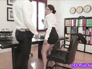 Hot sekretær valentina nappi knullet av hans sjef inside den kontor