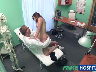 Fakehospital medic examines draguta fierbinte sexy pacient: porno e8