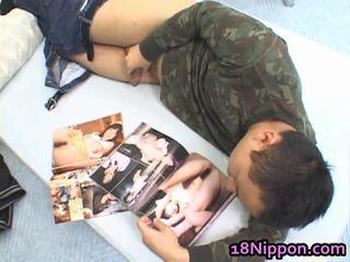 Hawt 아시아의 비탄 jerks 떨어져서 그녀의 boyfriend