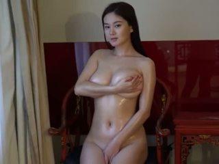 امرأة سمراء, شاب, كبير الثدي