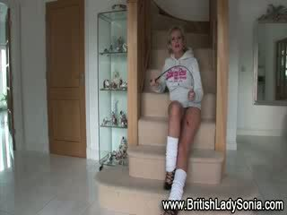 לבדוק מאונן מלא, בריטי אידאל, אידאל נעליים