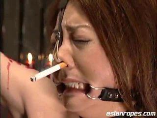 Asiatique wench en bondage vidéo