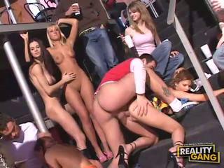 集団セックス, フェラチオ, 乱交パーティー