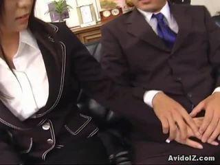 Sexy secretária satomi maeno touches an feia pila!