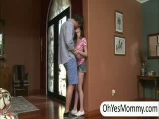 Victoria dengan boyfriend gets menangkap oleh nakal langkah ibu alexandra