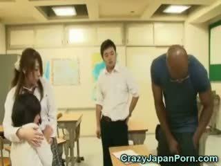 ดำ fucks เด็กนักเรียนหญิง ใน wtf ประเทศญี่ปุ่น โป๊!