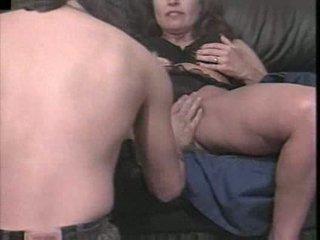 एक हॉर्नी मेच्यूर gal bangs उसकी युवा lover