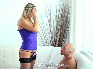 Hd puremature - caldi tettona milf abbey brooks licks ice cream e takes cazzo