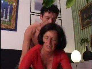 Giving oma een goed hard dicking !