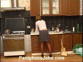 Alice adam sukkpüksid töö stseen