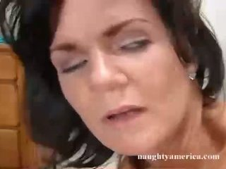 Deauxma recieves um warm dripping espermas em que guyr rosto hole