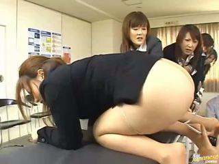 Ασιάτης/ισσα έφηβος/η κορίτσια δίνουν τους asses για πρωκτικό σεξ