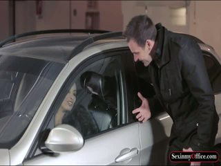 مفلس anissa kate مارس الجنس في ال carpark