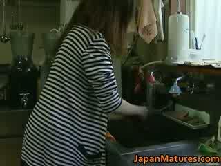 Japanisch milf enjoys heiß sex