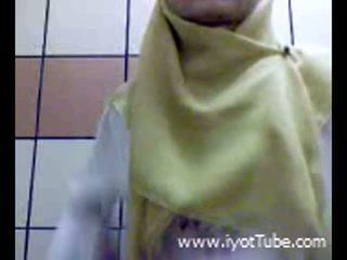 Muslim tenåring fingring fitte på dusj rom