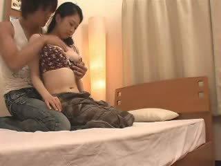 Japoneze mami likes të saj stepson një shumë video