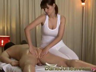 Danejones högupplöst sexig massagen från söt bystiga brunett kvinna
