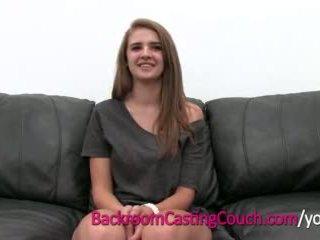 Adolescente maestro cocksucker mia en cuarto trasero casting sillón