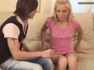 處女, 短褲, 青少年