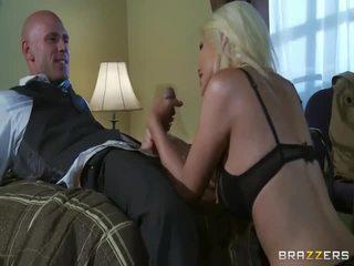 Volný velký sýkorka blondýnka v divoký pohlaví akce