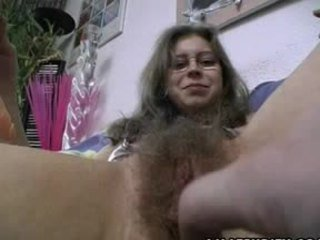 毛茸茸 业余 gets trimmed 和 光头