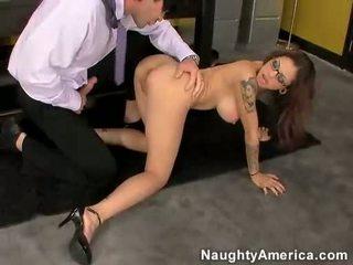 亞洲人 懶婦 adrenalynn getting pounded 上 她的 屄 由 一 硬 迪克