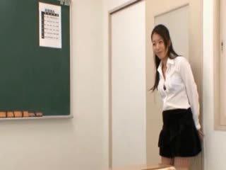 School- leraar gets oosters memmen licked