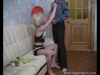 Randy guy drills pirang crossdresser