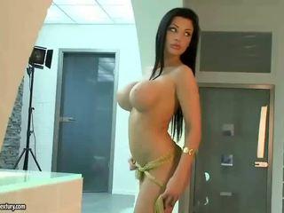 Aletta ocean showing off her seksual body
