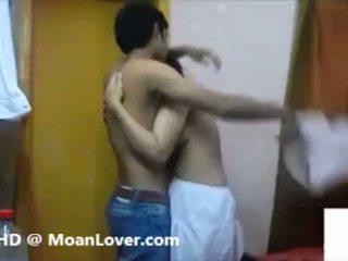 Sexy indisch pärchen hardcore küssen