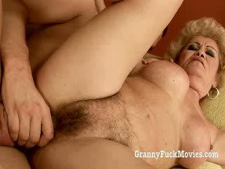 60 plus бабичка gets прецака в тя космати путка