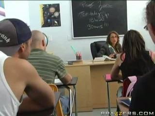 brünette, uniform, klassenzimmer