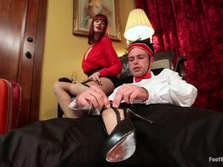 Hotel guest maitresse madeline dominates a bellboy -ban láb fétis vid