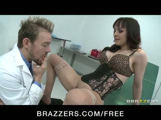 Άτακτος/η μωρό squirts ενώ καβάλημα doctor's καβλί βίντεο
