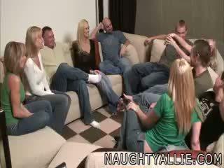 Petrecere joc leads pentru o uriaș orgie partener schimbate soțiile