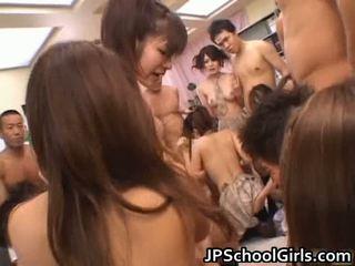 देखिए फ्री एशियन पॉर्न में स्कूल गर्ल यूनिफॉर्म फ्री धारा