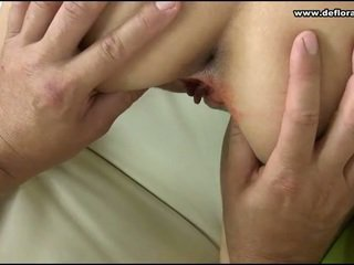 Virgin kinkster বিরক্ত
