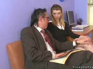 Nadržený starý tutor giving lessons