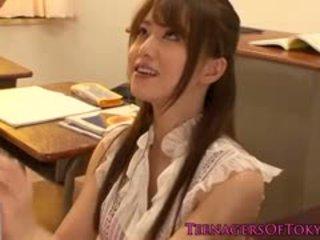 Japanisch cougar lehrer gefickt von sie student