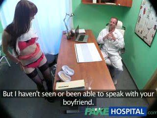 Fakehospital doktorn cures sexig patienten med en tung dose av kön