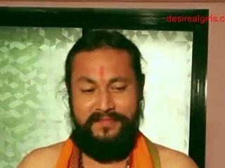 Sexy indické aunty exposing ju nahé telo a sexy čiarka medzi prsiami na dostať súložiť