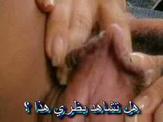 Hairymature chaud stimulating mature et grand clito