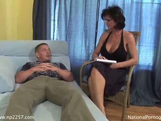 Barmfager milf shags med henne unge kåt pasient
