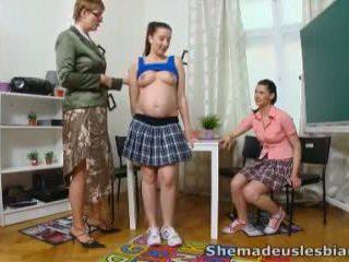 Ona je nam lezbijke - simona in ji seksi classmate