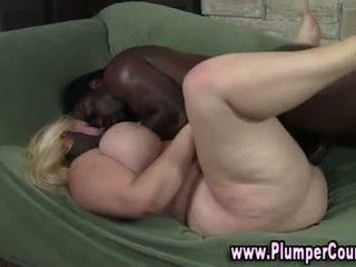 Nobriedušas nejaukas blondīne gets a spermas izšāviens