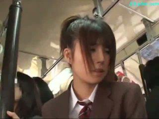 Birojs dāma stimulated ar vibrātors giving minēts par viņai knees par the autobuss